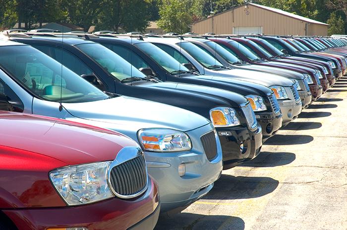 色々な車が並んでいる風景1